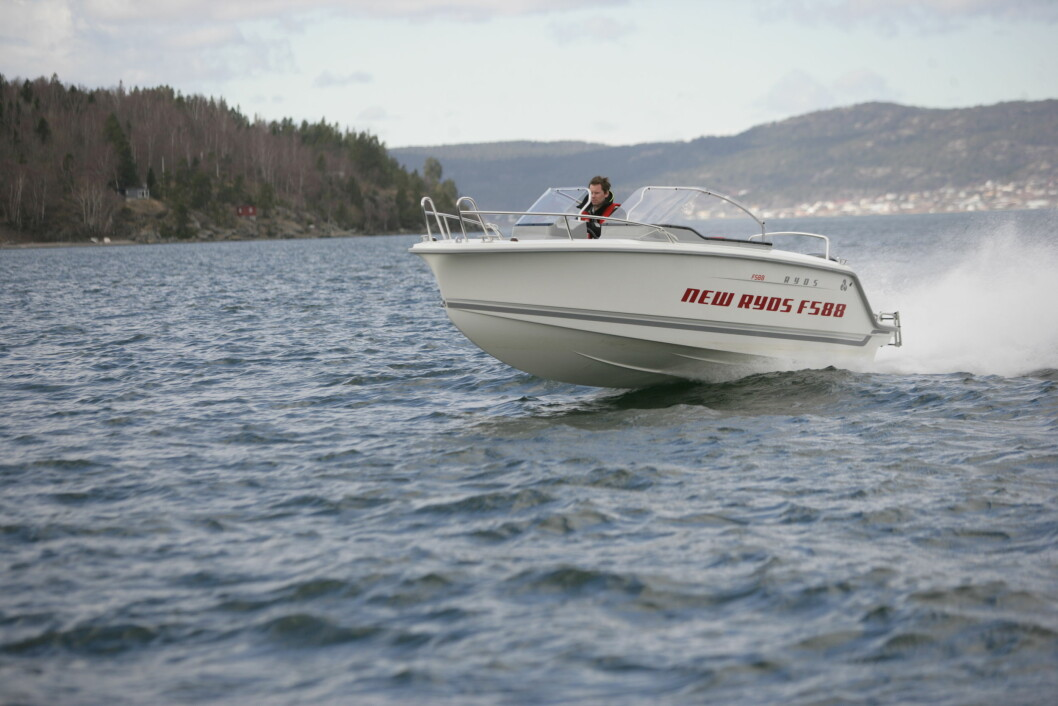 SPEAK: Almost 45 knots show the GPS when giving flat iron with Ryds F588 Duo with 150-horse engine.