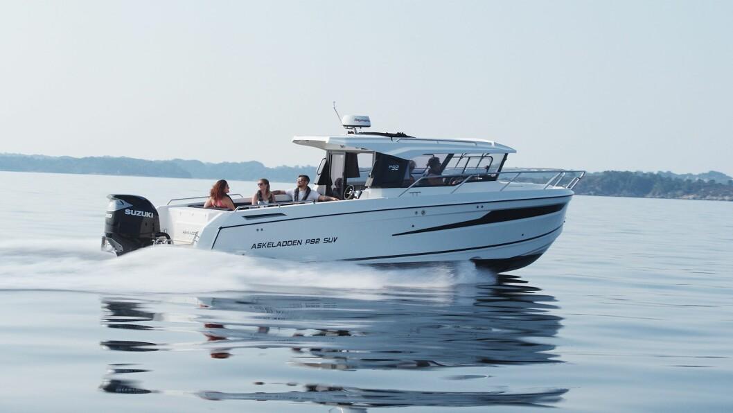 STOR SUV: Askeladdens nye P92 er en stor og moderne styrhusbåt rettet mot både fiskeren og turfolket.