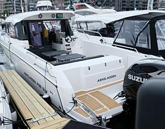 Spesiell styrhusbåt for to målgrupper
