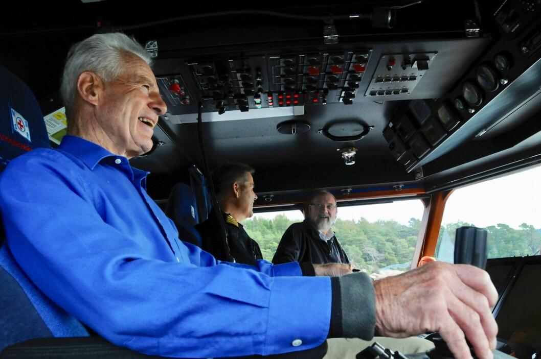 Her er Hans Herman Horn entusiastisk til rors i RS «Sundt Flyer» i 2008. (Foto: Ingvar Ø. Johnsen)