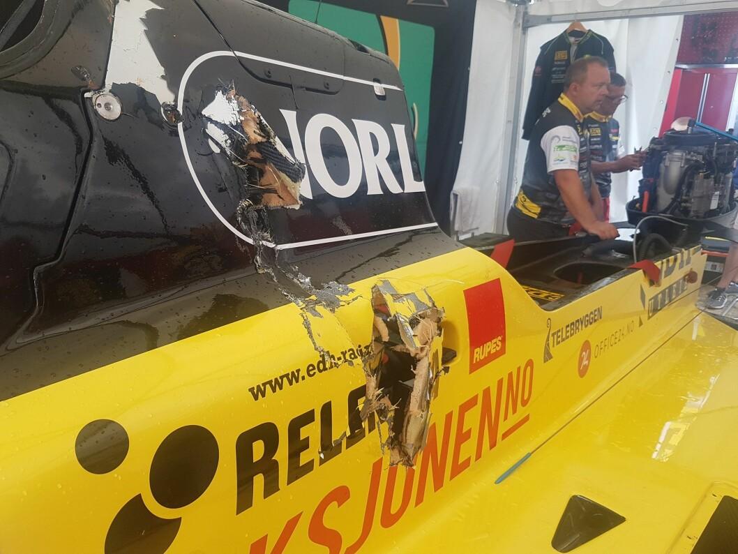 RETT VED HODET: Propellen på konkurrentbåten boret seg inn rett ved Frode Sundsdals hode. Foto: Joyce Christine Andersen