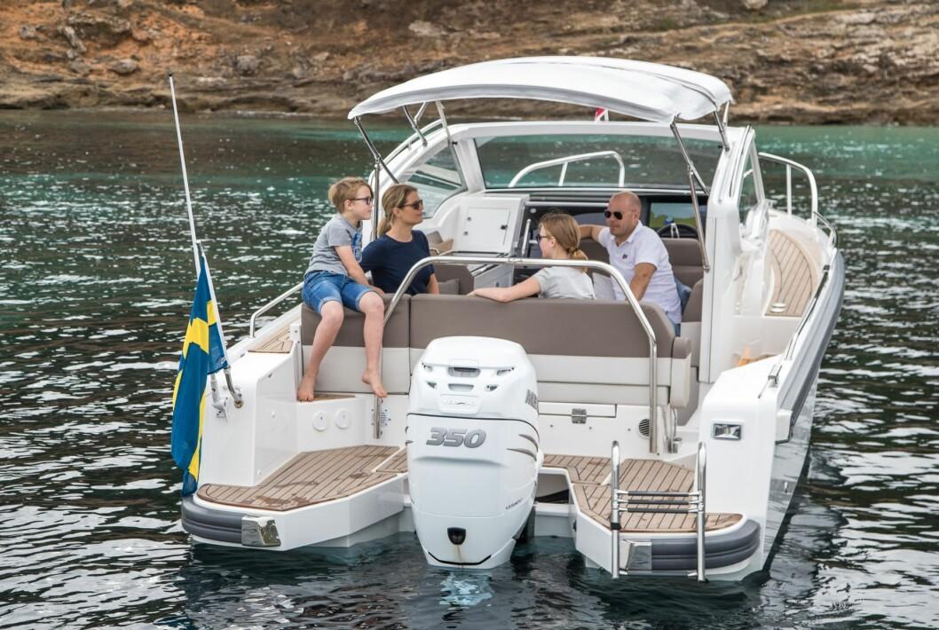 En båt for sosialt uteliv med mulighet for fire overnattende