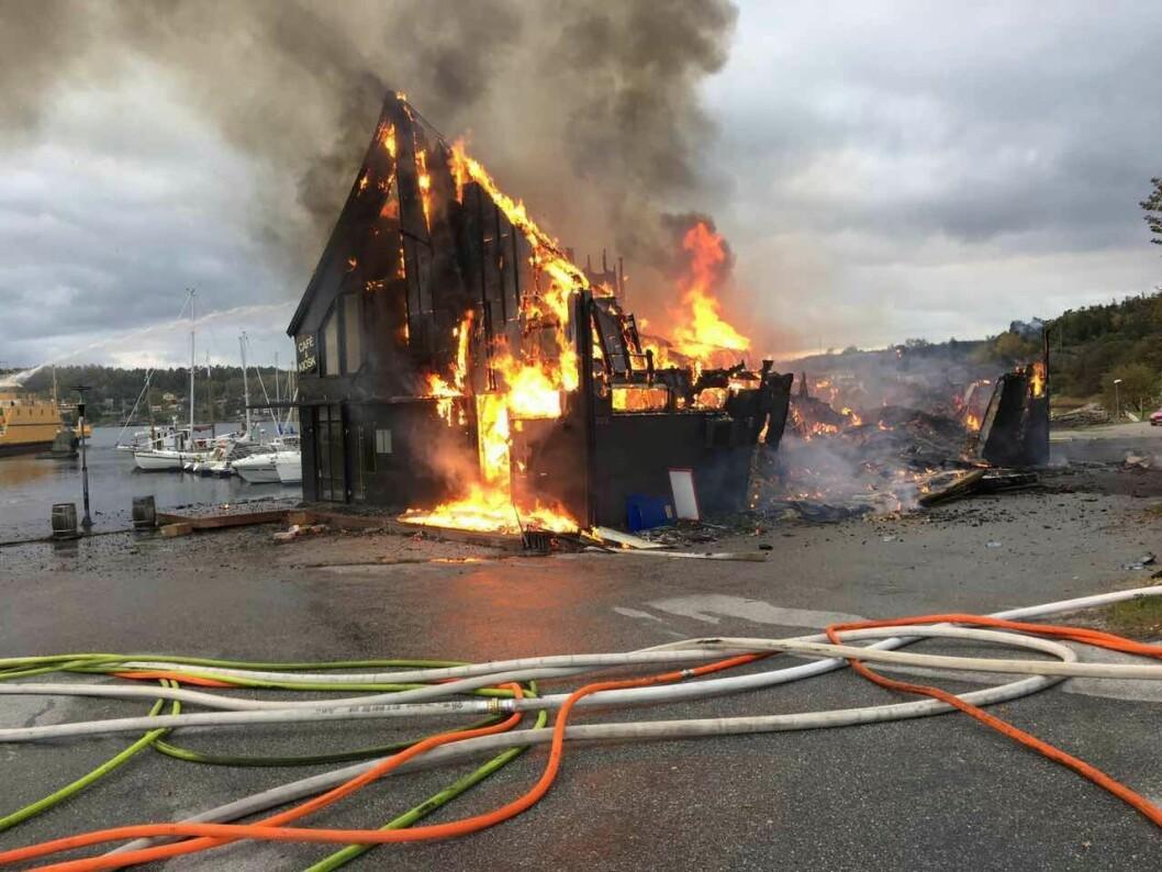 OVERTENT: Gussis lager- og produksjonsanlegg ved Svanesund gikk tapt i brann lørdag.