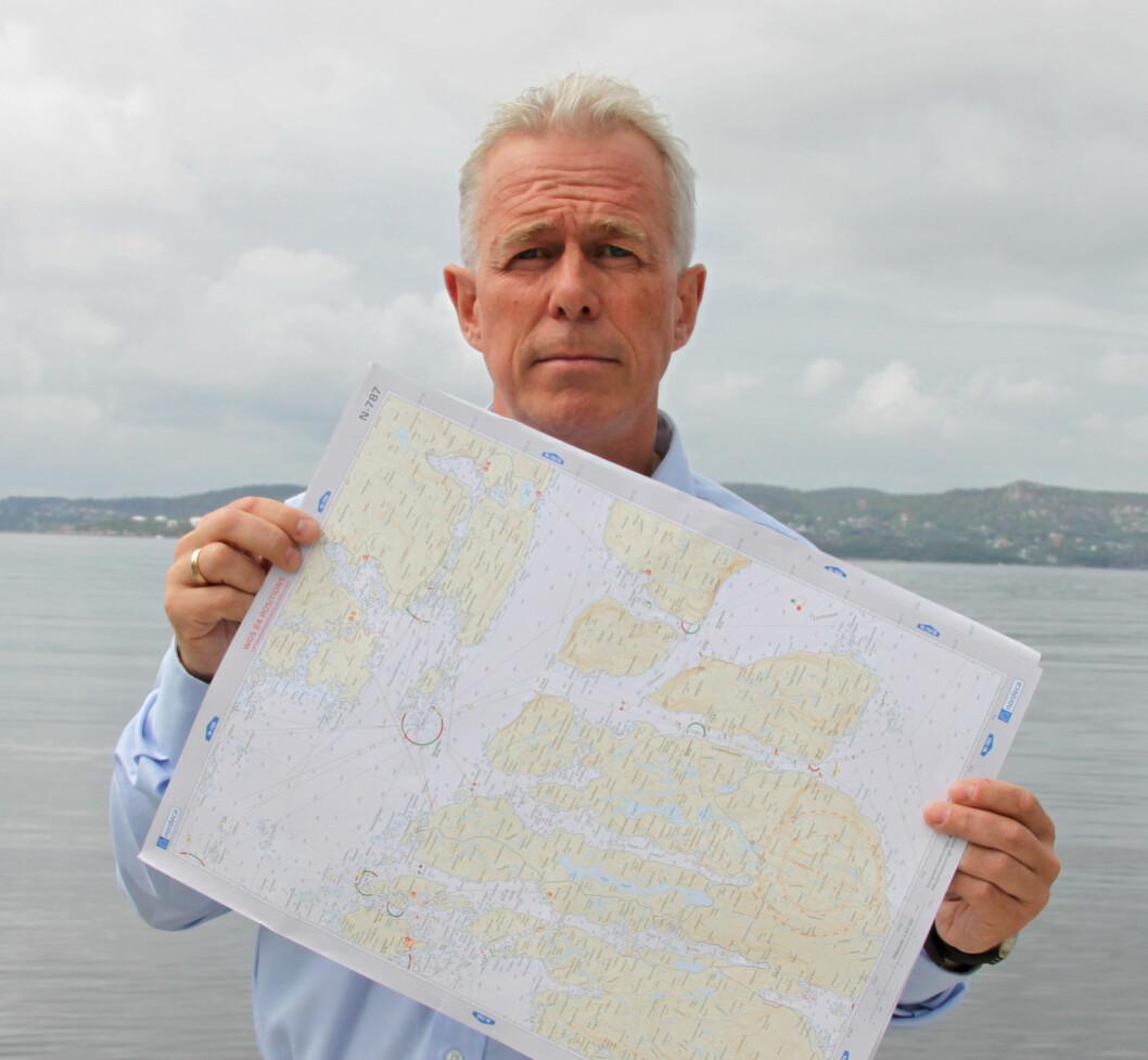 SKEPTISK: Arne Voll, informasjonssjef i Gjensidige, er bekymret for at 1 av 3 båtfolk ikke kan bruke papirkart.