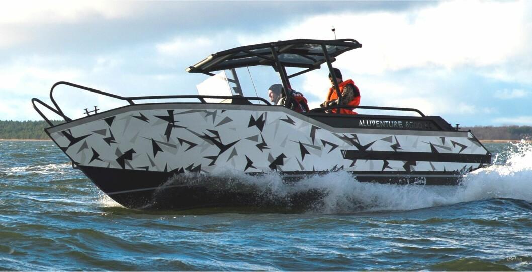 NY NORSK: Aluventure 6500 CC får premierevisning på Sjøen for alle. Den er den første i en serie med aluminiumsbåter fra den nye norske båtprodusenten AluVenture.