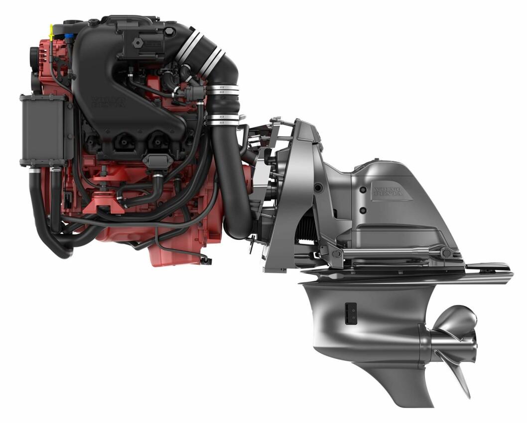 FERSKVANNSKJØLT: Fremtidens bensinmotorer fra Volvo Penta har ferskvannskjøling som standard.