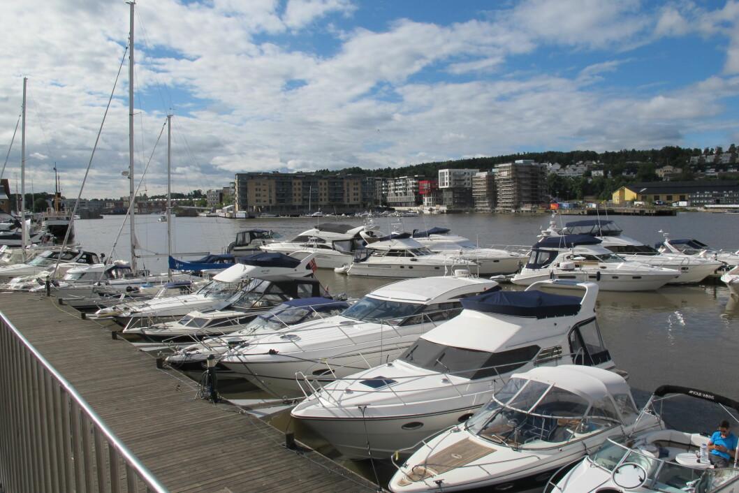GJESTEHAVN: Tønsberg gjestehavn er i ferd med å fylles opp av skuelystne båtfolk. I helgen blir det båtrace for alle pengene. Foto: Amund Rich. Løken.