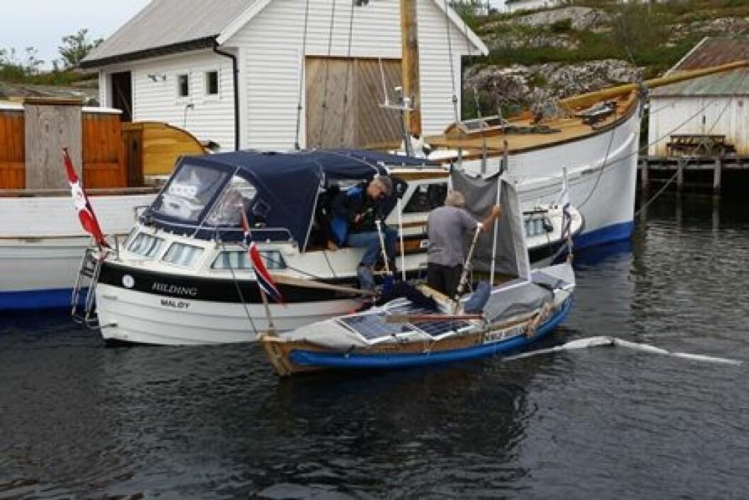FILM: Dagene før avgang tilbrakte Thorseth og følgemannskapet på Litle Kvernøy sør for Sognesjøen. Foreløpig har han valgt å avbryte ekspedisjonen på grunn av sykdom.