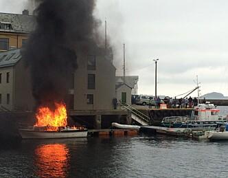 Kraftig båtbrann i Ålesund