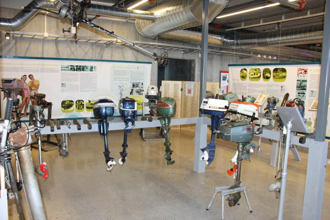 GO´BITER: Det er mange go´biter av påhengsmotorer som vises på utstillingen på Oslofjordmuseet i Vollen. (Foto: Tordis Ødbehr)