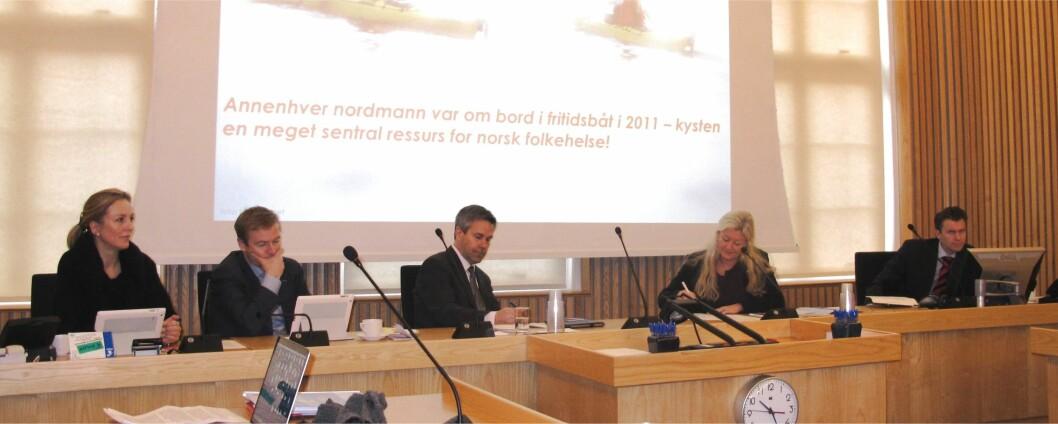 Noen av regjeringens representanter i Stortingets Transport- og kommunikasjonskomite. Fra v. Torill Eidsheim (H), Helge Orten (H), Kjell Ivar Larsen (FrP), Kari Raustein (FrP) og komitesekretær Espen Espeset (FrP).