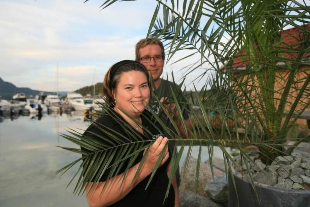 GODE VERTER: Anita og Kjetil Ørnes er et hjertelig vertskap på Skartveit, og innsatsen deres er nå prisbelønt av båtfolket.