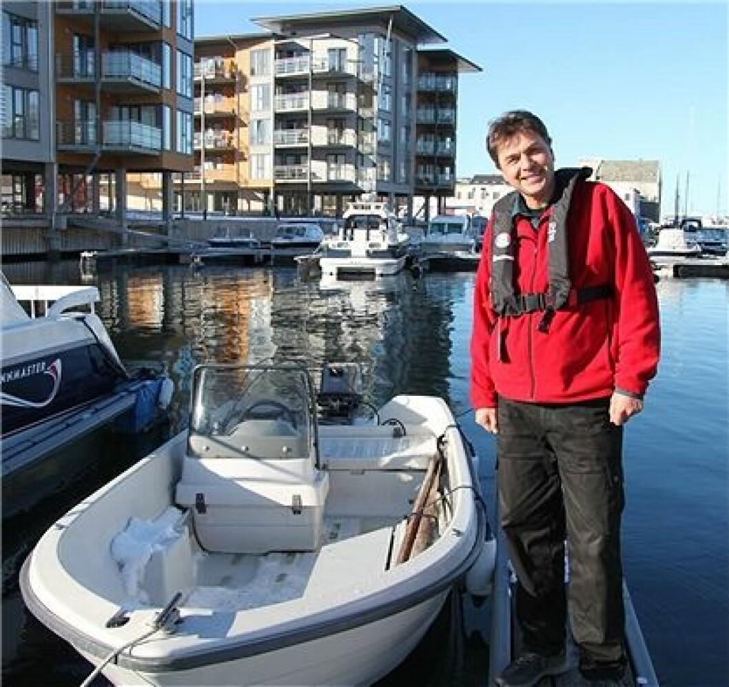 – Det er veldig bra om fritidsfartøy er utstyrt med redningsflåte, men det regnes ikke personlig flyteutstyr, sier sjøfartsdirektør Olav Akselsen (Foto: Sjøfartsdirektoratet - Eilif Fjon)