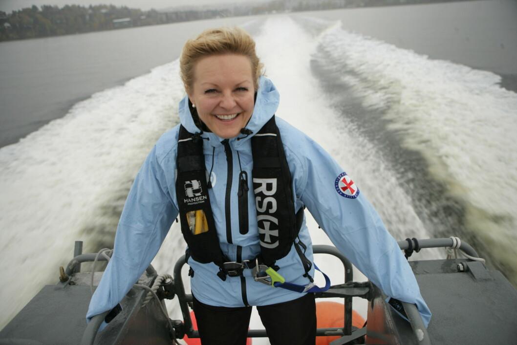 GLAD: Generalsekretær Rikke Lind i Redningsselskapet er jublende glad for at Stortingets næringskomité i dag går inn for påbud om bruk av vest i fritidsbåter opp til åtte meter. Foto: Amund Rich. Løken.