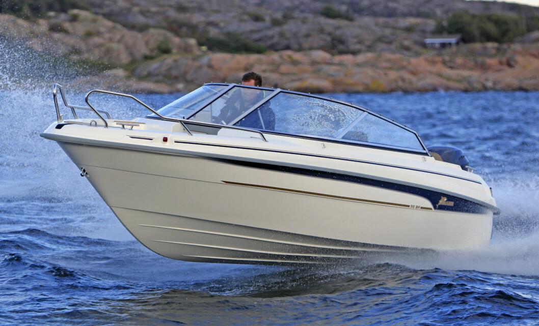VELKJØRENDE: Yamarin 56 BR leverer sportslige, men trygge sjøegenskaper.