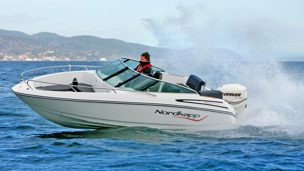 FAST OG FIN: Nordkapp 550 Avant er støyfri og morsom, samtidig som den går godt og trygt i sjøen. FOTO: Hans Due