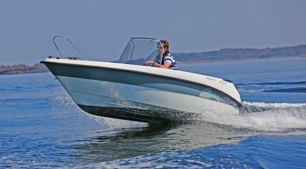 AMT 150 R er en enkel og letthåndterlig båt. Med Honda BF40 er du sikret behagelig støynivå. I dorgefart er den stille som ei mus. FOTO: Amund R. Løken
