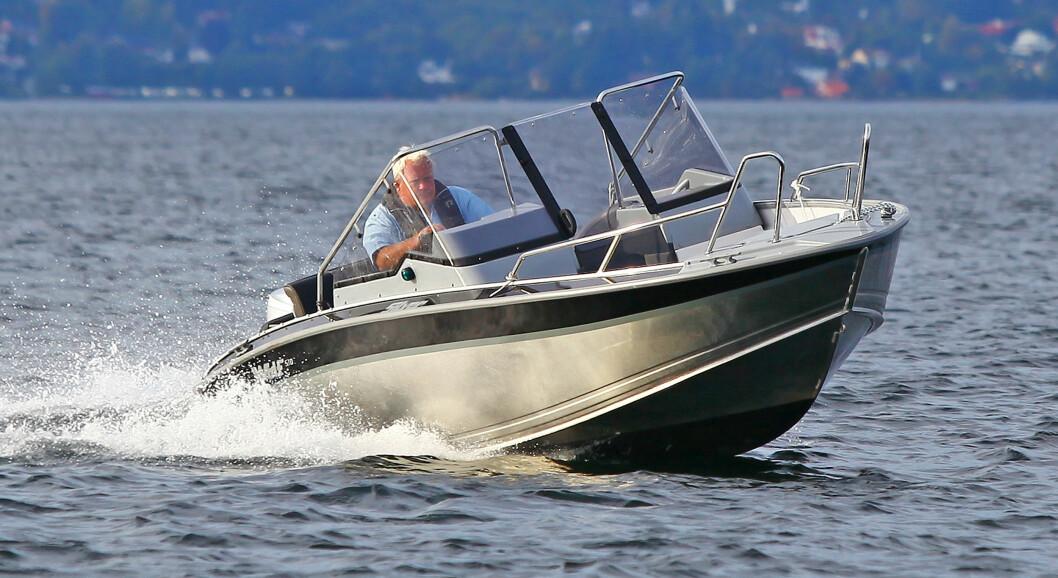 KURRANT: Bli med om bord i den finske aluminiumsbåten Silver 510 Wolf.
