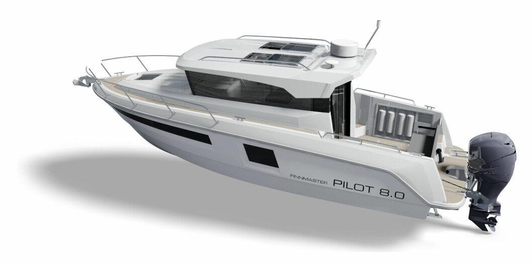 Finnmaster lanserer nå sin andre båt i Pilot-serien. Den nye 27-foteren har bredt dollbord på styrbord side pga styrhuset som er plassert en smulig til babord på skroget.