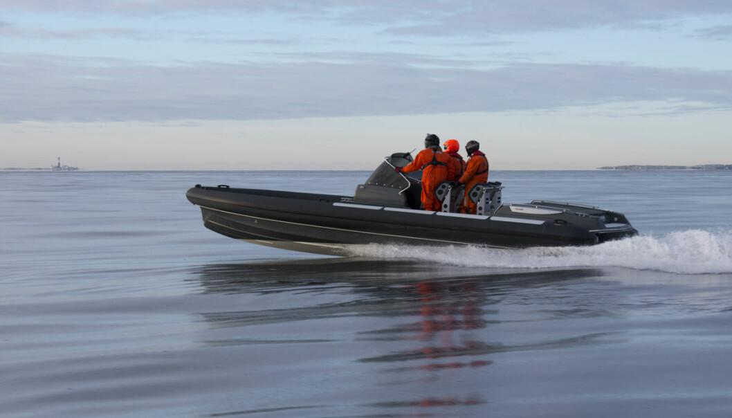 RASKE BÅTER: Går båten raskere enn 50 knop må du snart regne med å sette deg på skolebenken.