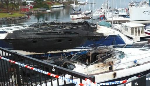 Etterforsker millionbåtbrann
