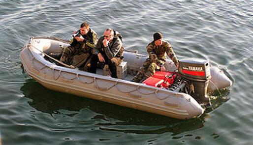 Forsvaret søker gummibåt