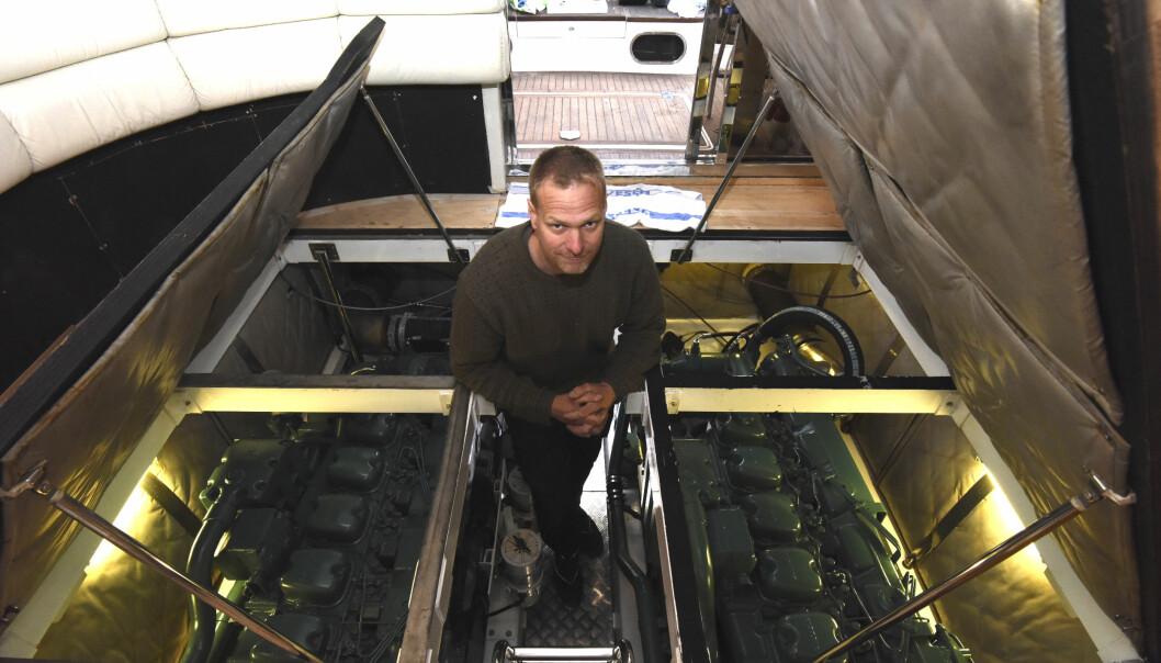 GJØR DET SELV: Geir Åge Wickmann renoverer en Fairline 47 Squadron.