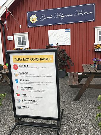 INFORMASJON: I gjestehavnene i Larvik kommune er det satt opp tydelige informasjonsskilt om smitteverntiltak.