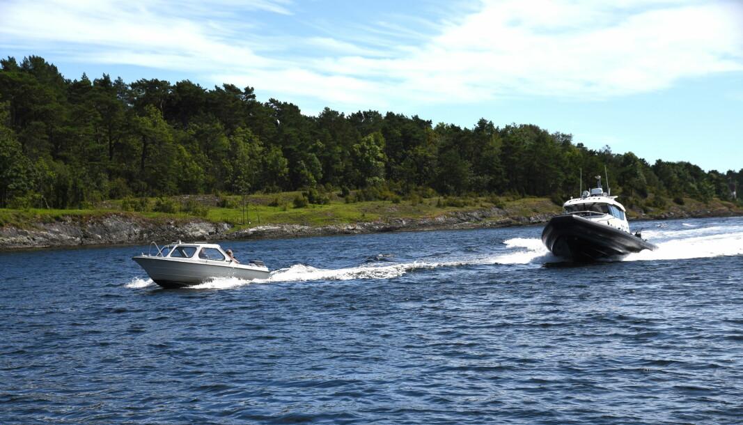 TRAVELT: Mange har det travelt på sjøen som her i Langesund. En fartsbot kommer på 1500 kroner.