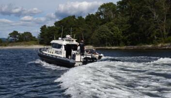 AKTIVE: En fartssynder blir innhentet av politibåten i Langesund.