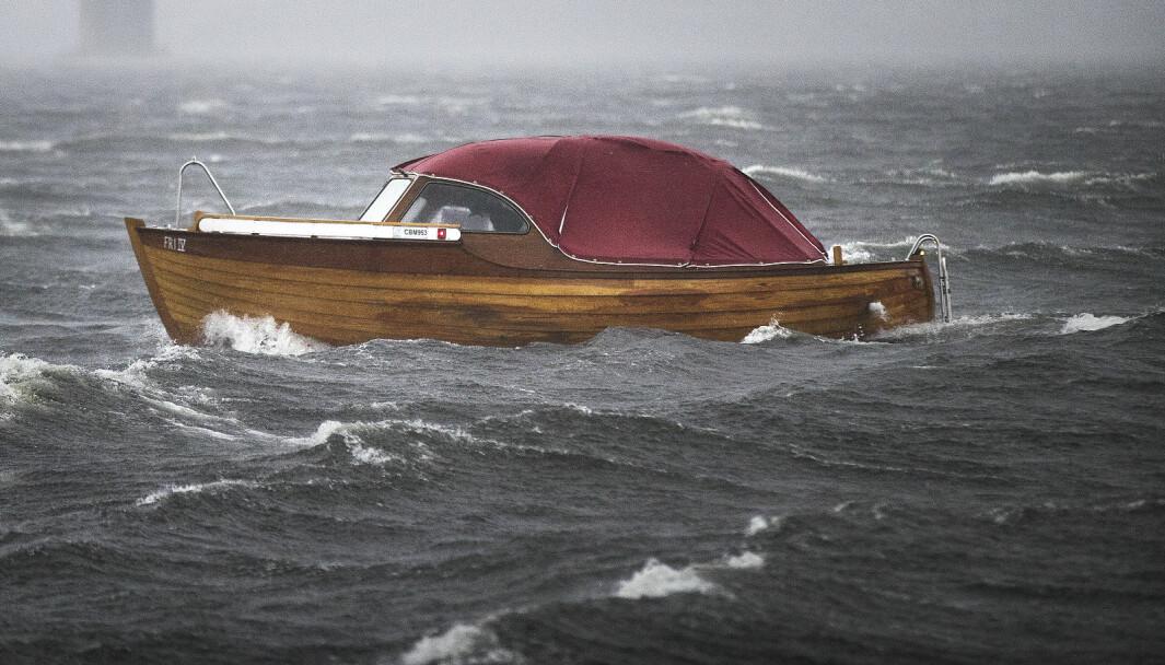 TESTER: Flere testturer har vært gjennomført i dårlig vær for å forberede overfarten til Skottland. (FOTO: KJARTAN BJELLAND).