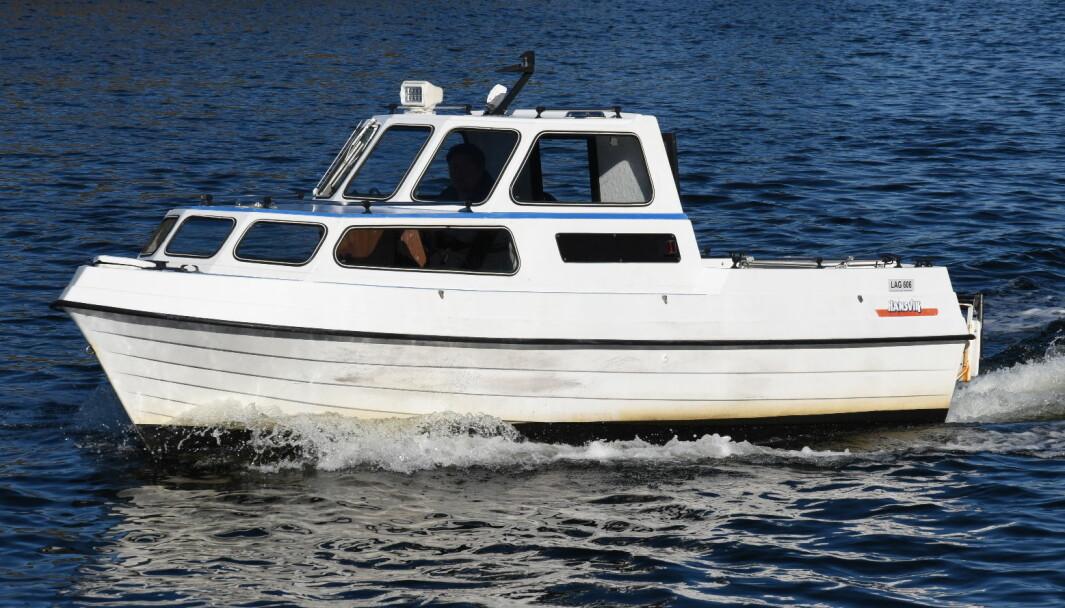 HALVPLANER: Med halvplanende skrog og 60 hk motor har Hansvik 18 Combi en toppfart på rundt 20 knop.