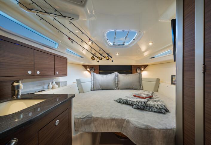 Boston Whaler 325 Conquest.