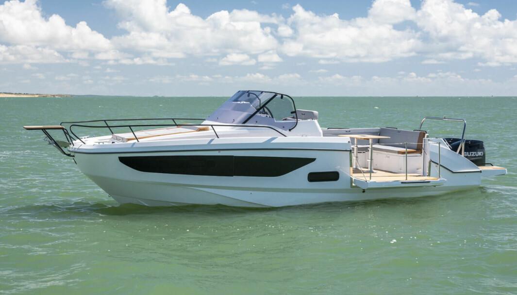 BENETEAU: En av høstens nyheter er Beneteau Flyer 9 Sundeck som skulle ha blitt lansert på Cannes Yachting Festival.