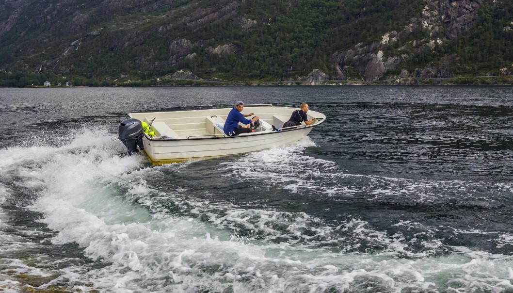 IRRITERER: Fart plager mange på sjøen.