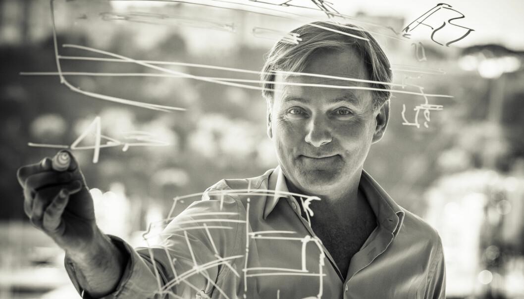 STORE OG SMÅ BÅTER: Espen Øino designer noen av verdens største yachter, men også båter for Windy. Han har tro på en framtid uten motorstøy. Foto: Guillaume Plisson.