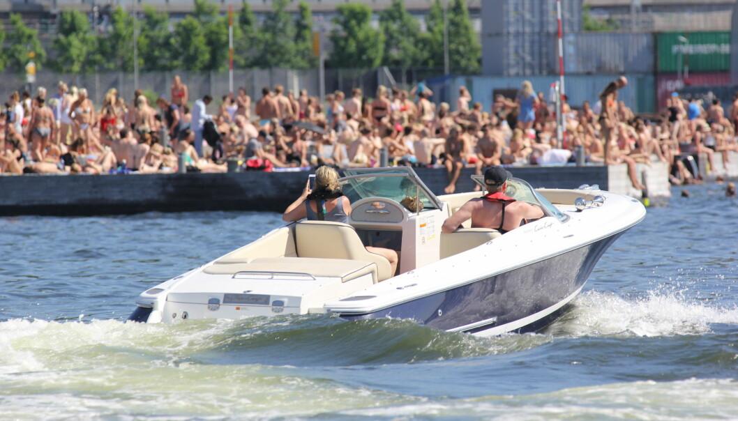 LAND: Vestpåbud i båt hjelper ikke når folk drukner fra land.
