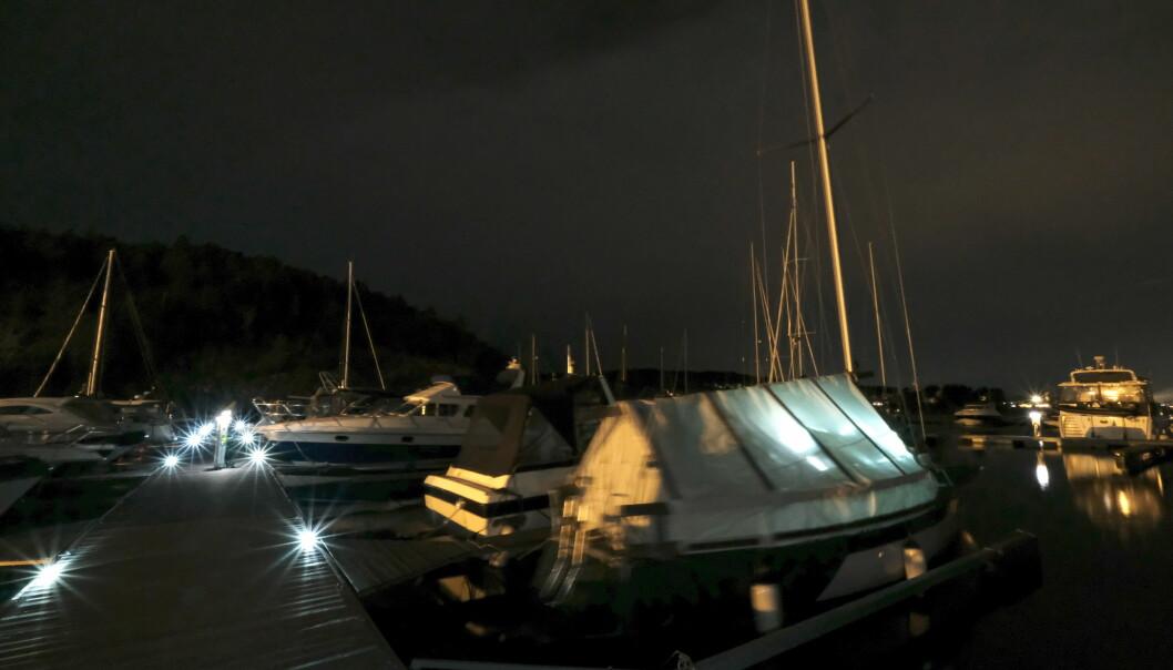 VINTEREN KOMMER: Pass på at båten er trygt pakket inn.
