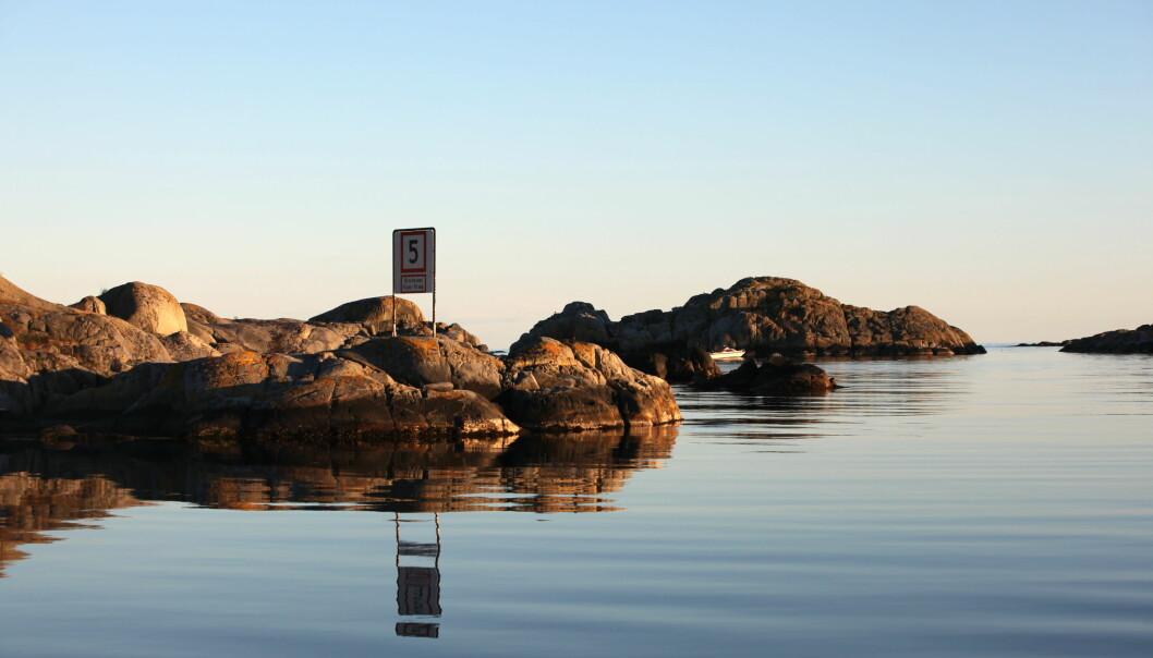 OPPRYDDING: For å rydde opp i de mange lokale forskriftene, behandles nå et forslag om 5-knopsgrense 100 meter fra land langs hele kysten – året rundt.
