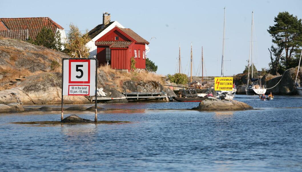 Kommunene vil fortsatt bestemme fartsgrensene lokalt, men det blir ikke lov å kjøre mer enn 5 knop inntil 50 meter fra badende.