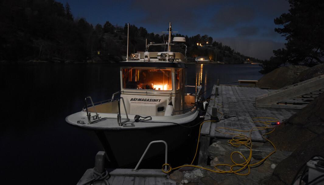 VINTERNATT: Pålitelig landstrømforsyning er viktig når du skal holde båten med strøm.