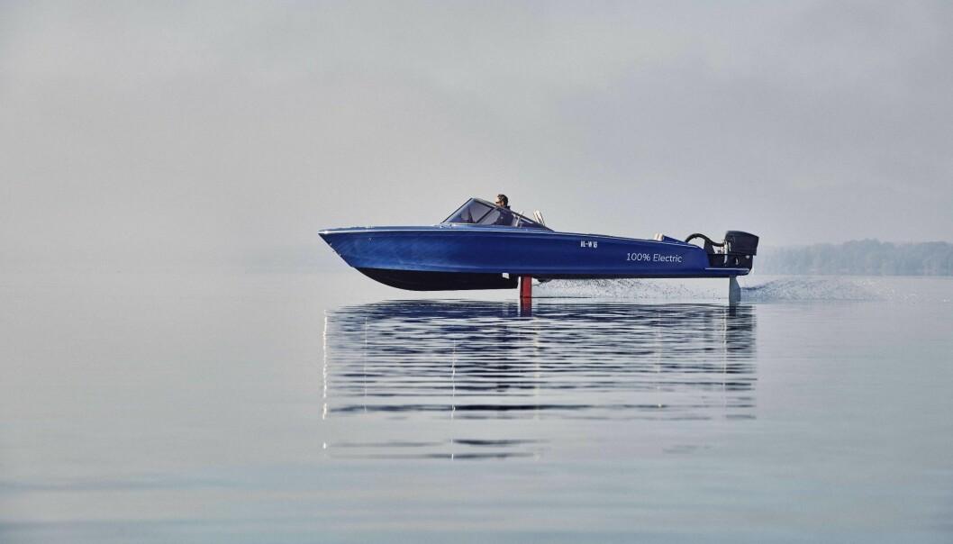 TIL NORGE: Candela Seven går på hydrofoil og har elektrisk motor fra Torqeedo på hekken.
