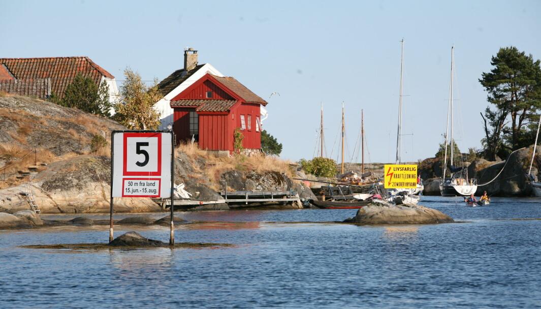5 KNOP: Det er delte meninger om innføring av fem knops-sone 100 meter fra land langs hele den norske kyststripa. Samferdselsdepartementet studerer nå de mange innspill som kom på bordet etter høringsrunden.