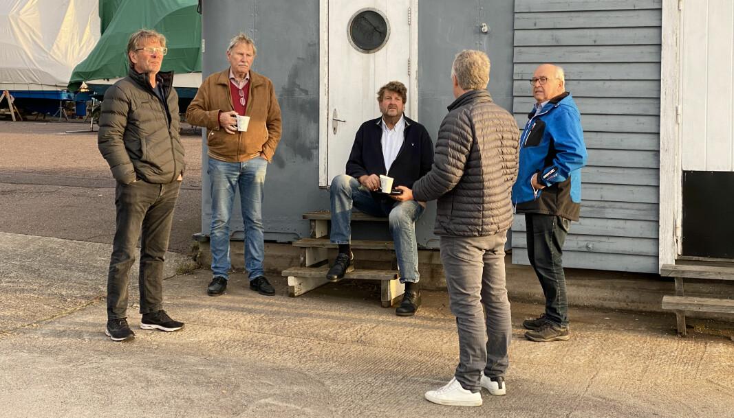 KAFFEPRATEN: Teamet er økte utgifter for festeavgift for Steinbrygga båtforening når båtmagasinet kommer på besøk.