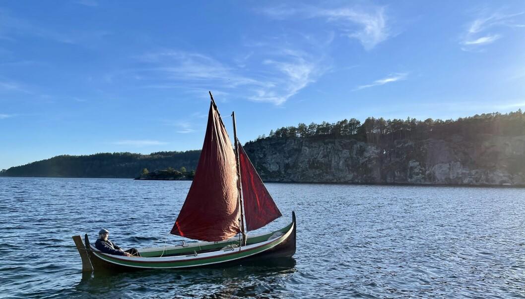 ENTUSIAST: Torbjørn Huru i Langesund dyrker det enkle båtlivet - og er på sjøen året rundt.