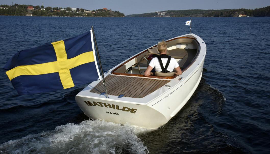 HALVPLANER: Hwila 25 er en moderne cruiser med halvplanerskrog. Den energieffektive båten passer både for bensinmotor og el-drift.