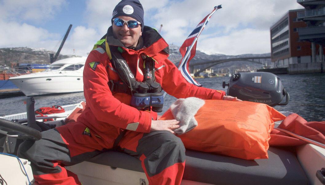Tom Inge Karlsen mistet jobben og la ut på tokt fra Bergen til Bodø i en 15 fots Rana. Møt ham på Båtmagasinet-TV i dag.