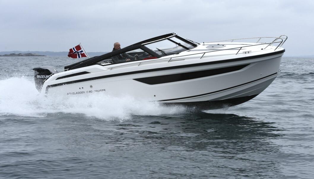 HELGETUR: Nye Askeladden C80 Cruiser er weekend- og dagsturbåt med rikelig plass både på uteplassen og under dekk.