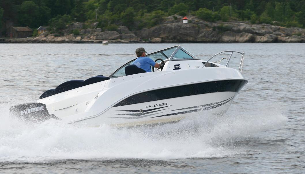 RISIKO: Mer enn hundre tusen båtførere regnes med å kjøre uten forsikring. Det kan bli dyrt både for båtfører og den som blir skadet. Illustrasjonsfoto/arkivfoto: Jørn Finsrud.